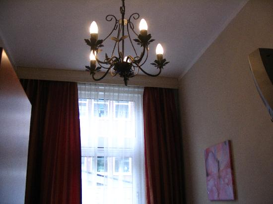 Hotel Asterisk: Even a chandelier