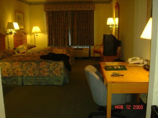 Wingate by Wyndham Fredericksburg: huge room