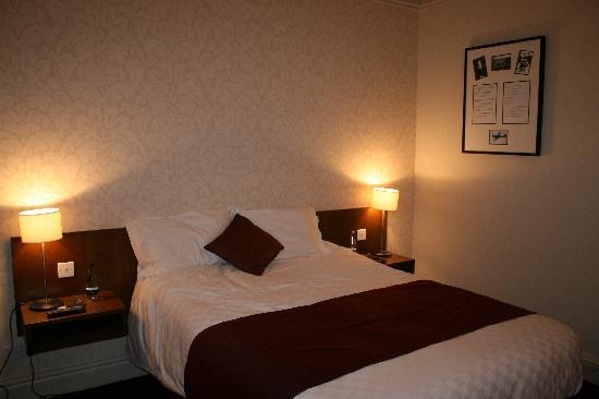 The Crown Hotel: Bedroom of suite 362