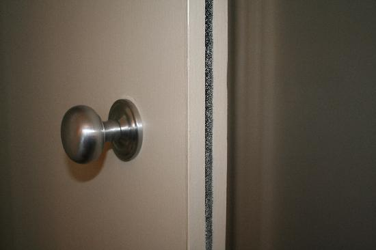The Crown Hotel: No catch/lock on bedroom door
