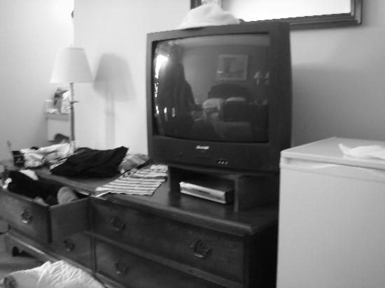 The Mountain Inn: tv