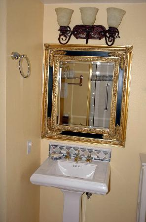 Old Ranch Inn, basin with shower reflected in mirror