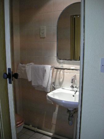 Esplanade Hotel : Salle d'eau
