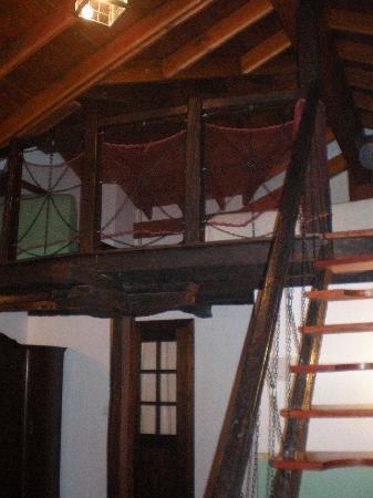 Hotel Rural & Spa Atxaspi: Escalera de la habitacion duplex Nafarroa