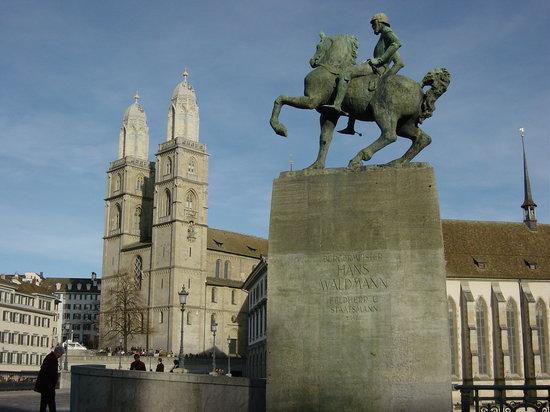 Zürich, Sveits: Grossmünster Und Münsterbrücke