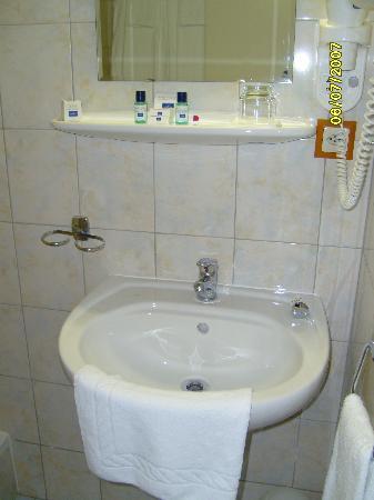 Hotel Admiral Geneva: The sink