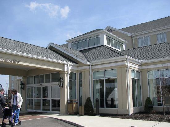 Hilton Garden Inn Akron-Canton Airport: The entrance to the Hilton Garden Inn