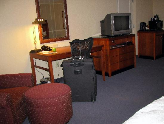 Hilton Garden Inn Akron-Canton Airport: Inside our room at the Hilton Garden Inn