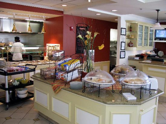 Hilton Garden Inn Akron-Canton Airport: The breakfast buffet