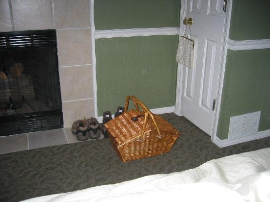 Martha's Vineyard Bed & Breakfast: Morning Breakfast delivery