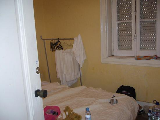 Lisbon Private Rooms : Nuestra habitacion: QUE FRIIIIIIIIIO!!!