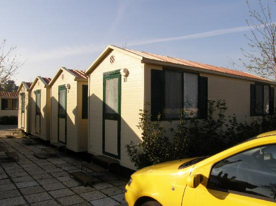 Camping Village Roma: This is a bungalow without a/c.