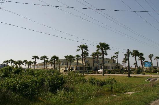 Plantation Suites: front of property