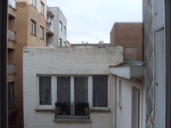 Hotel Thevenet : Vue de la chambre sur courette