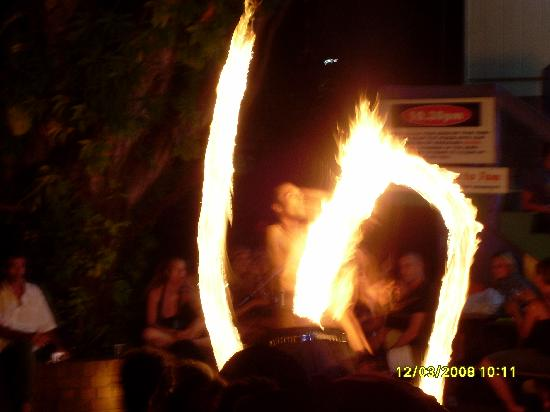 Backpackers Inn on the Beach at Byron Bay: Fire Show