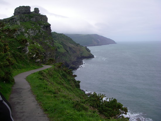 Lynmouth, UK: Coastal walk to Valley of Rocks