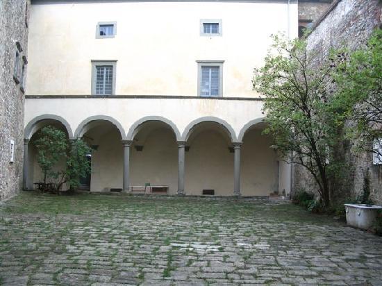 Fosdinovo, Italia: cortile centrale