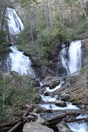 Helen, Géorgie : Anna Ruby Falls- North of Unicoi SP in the Chattahoochee NF