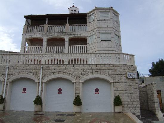 Villa Curic