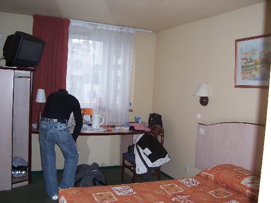 tv picture of campanile paris 19 la villette paris tripadvisor. Black Bedroom Furniture Sets. Home Design Ideas