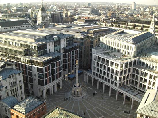 Londyn, UK: Vista de la Plaza Paternoster desde la Catedral de San Pablo