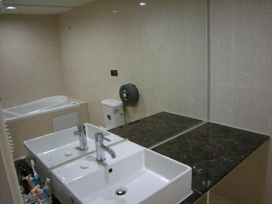 Wonstar Hotel (Songshan): bathrooms are very clean.
