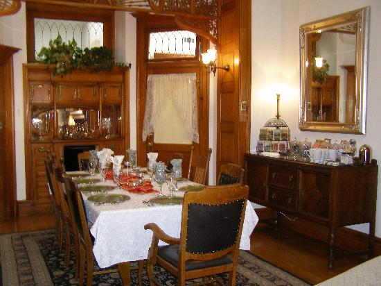 Royal Elizabeth Bed and Breakfast Inn: Dining Room