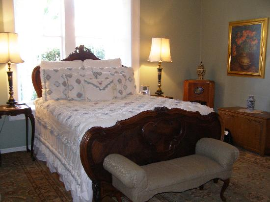 Royal Elizabeth Bed and Breakfast Inn: Sara Page Room