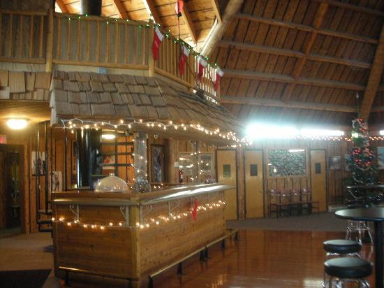 Teton Teepee Lodge: bar area