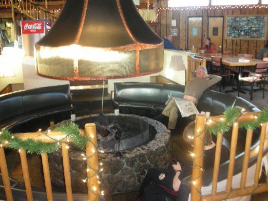 Teton Teepee Lodge: firepit