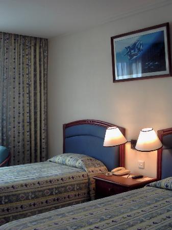 Hulhule Island Hotel: hulule room