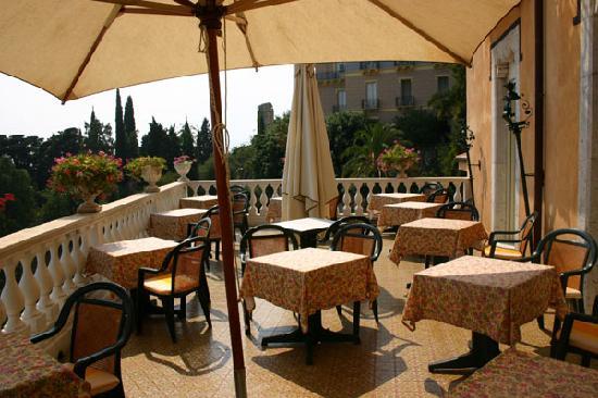 Hotel Villa Riis: Breakfast terrrace