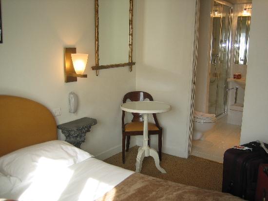 Hotel Louis 2: bathroom