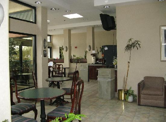 Quality Inn Olde Town : breakfast area