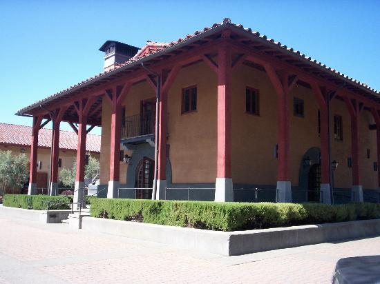 Luna Vineyards: Building of the new Tasting Room
