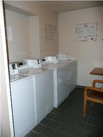 Holiday Inn Bloomington - Airport South: laundry room -4th floor