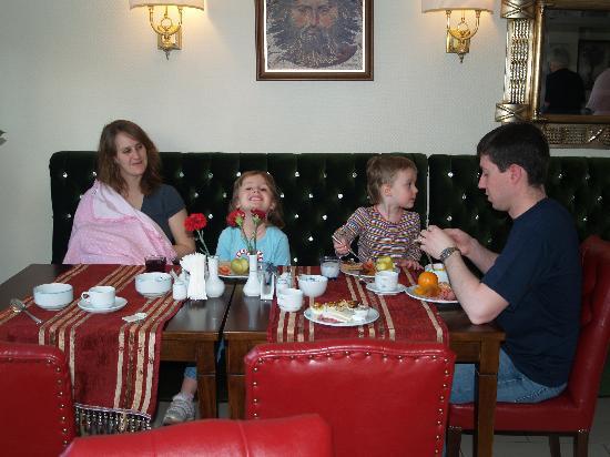 Daphne Hotel: Family friendly breakfast