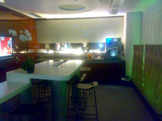 Qbic Hotel Amsterdam WTC: The cafeteria