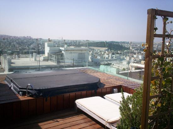 Periscope Hotel Private Rooftop Hot Tub With Cover On