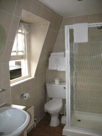 Quality Crown Hyde Park: bathroom