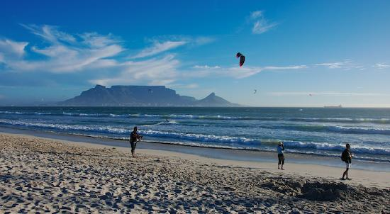 Cape Town Seamore Express Tours and Guesthouse : The beach next to the guesthouse