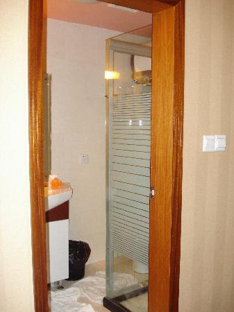 Hotel 101: Bathroom