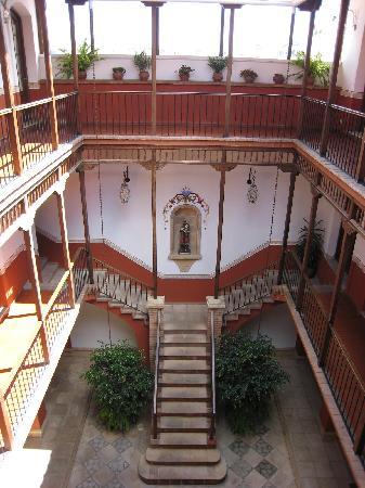 Parador Santa Maria la Real: Courtyard