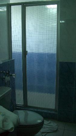 Crystal Suites: Baño