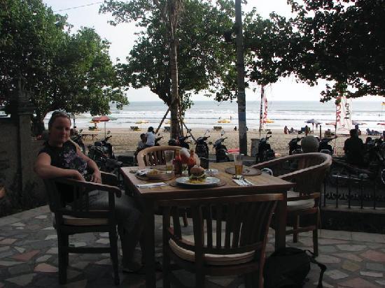 Kumala Hotel: The restaurant on the beach