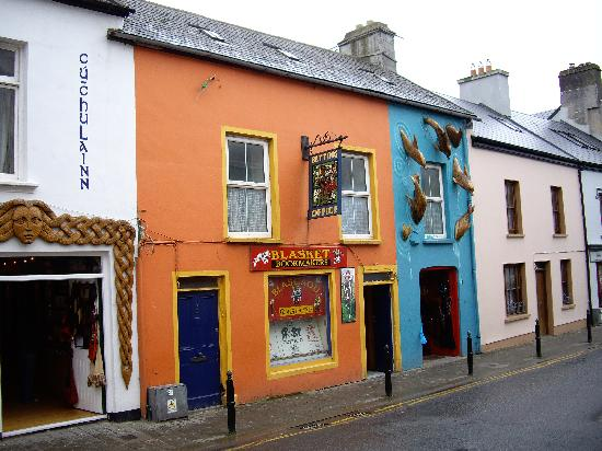 Dingle Bay Hotel: typical Dingle shop front