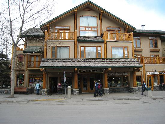 Brewster's Mountain Lodge: Front of Hotel