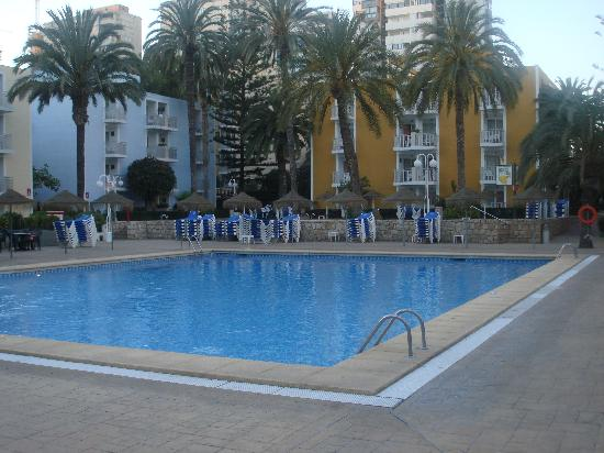 Servigroup Pueblo Benidorm : view of our room taking in the pool
