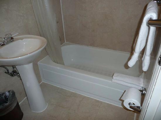 amsterdam court hotel la baera es casi un plato de ducha alto no da - Baeras Pequeas