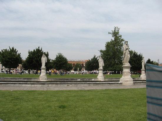 Padua, Italien: Prato di Valle